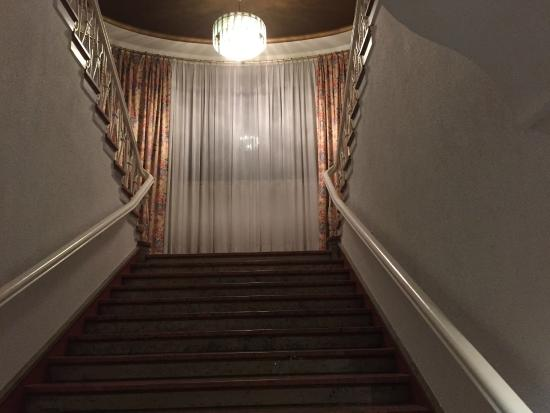 PK Parkhotel Kurhaus: Grand staircase from ground floor to upstairs rooms