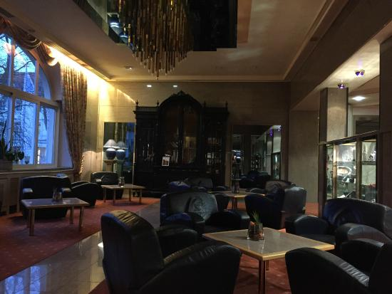 PK Parkhotel Kurhaus: Front lobby, beautiful and comfortable