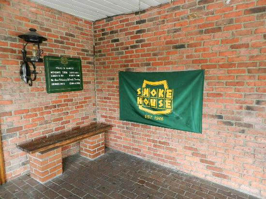 The Smoke House Restaurant: entrada