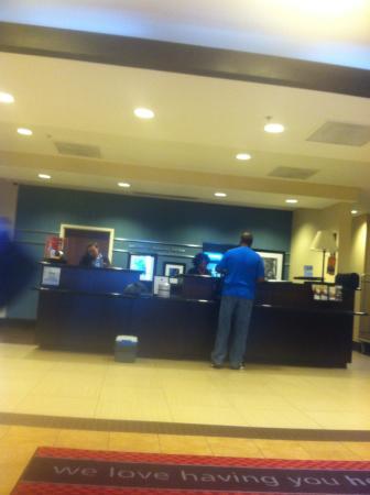 Hampton Inn & Suites National Harbor/Alexandria Area: Lobby