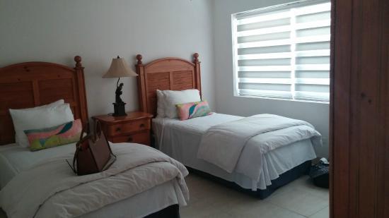 Hut Pointe Inn: 2nd bedroom