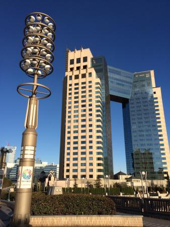 Hotel Trusty Tokyo Bayside: 凱旋門のような外観。