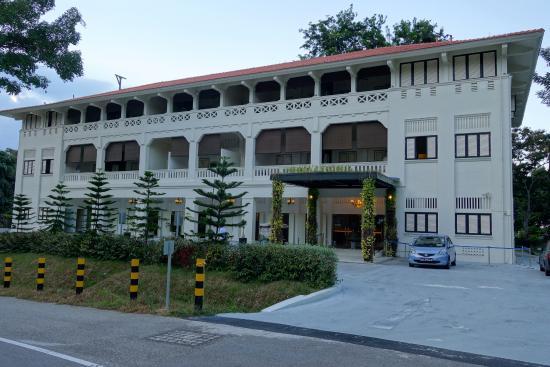 The entrance picture of raintr33 hotel singapore for Design hotel jewel prague tripadvisor