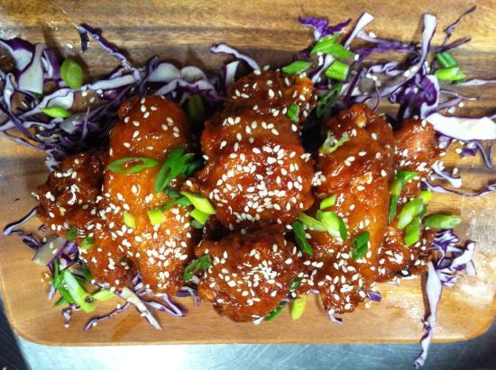 Alibi Bar & Cafe: Asian Wings <3