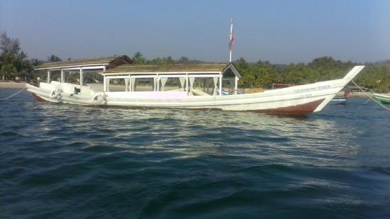 The Green Umbrella : Arakhan Tender Boating