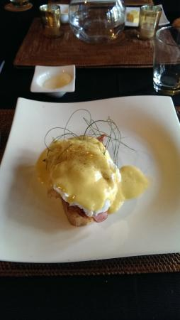 Balinese Retreat: eggs benedict