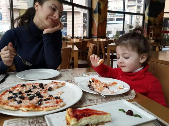 Cafe La Bohème: Best pizza in a best restaurant of the city.
