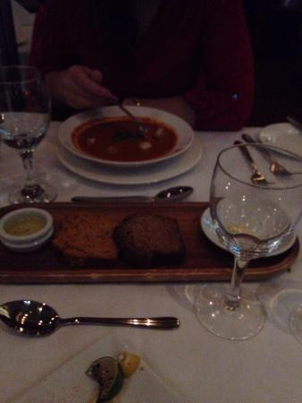 Temptations Restaurant : Roast pepper & tomato soup with spicy & normal brown bread