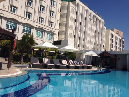 Radisson Blu Hotel, Muscat: Pool