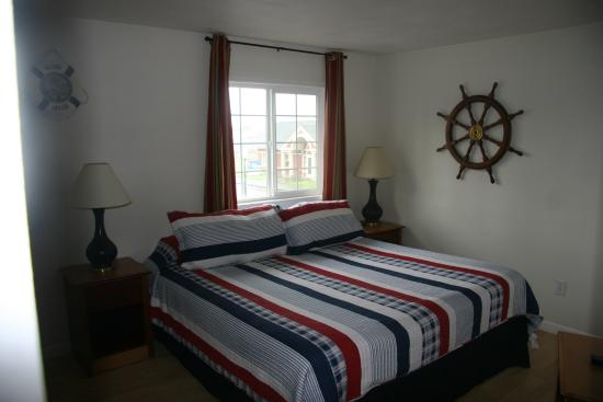 The #1 Coastal Inn and Suites: Captain's Quarters King Bed