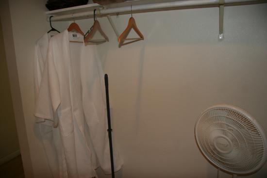 Long Beach, WA: Bathrobes in each room!