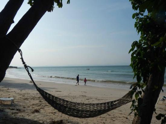 Koh Talu Island Resort: beach