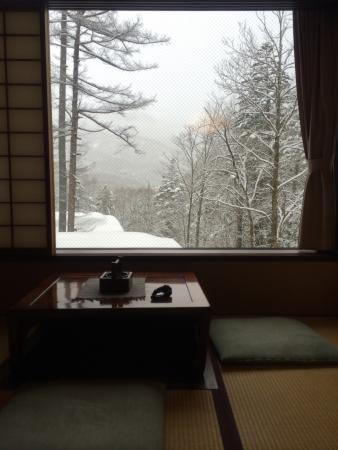 Yumoto-Saito Ryokan: 床暖房の掘りごたつ
