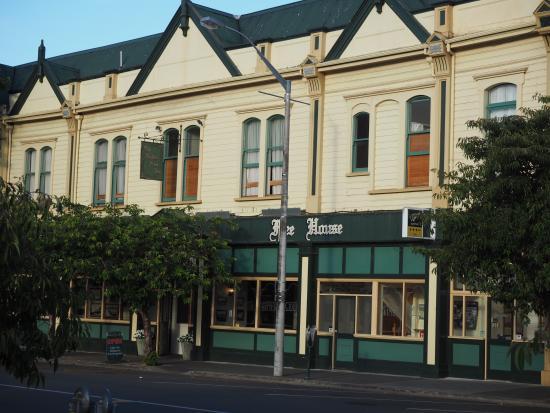 Rutland Arms Inn : Rutland Arms exterior