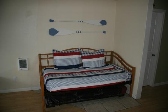 The #1 Coastal Inn and Suites: Trundle Bed in Captain's Quarters