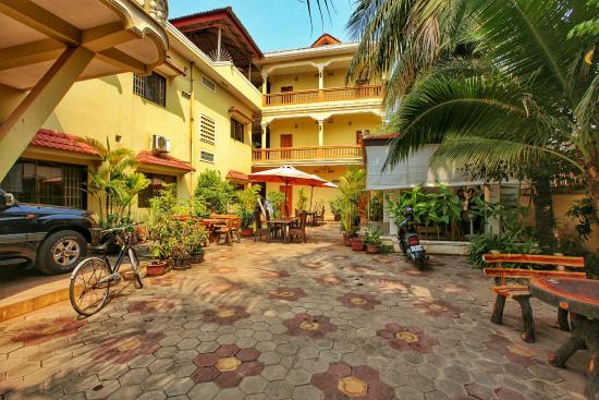 Check Inn Siem Reap : Beautiful courtyard.