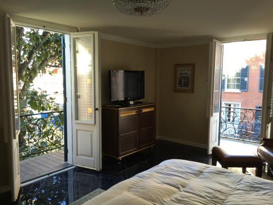 Hotel Mazarin: Our corner room with two separate balconies