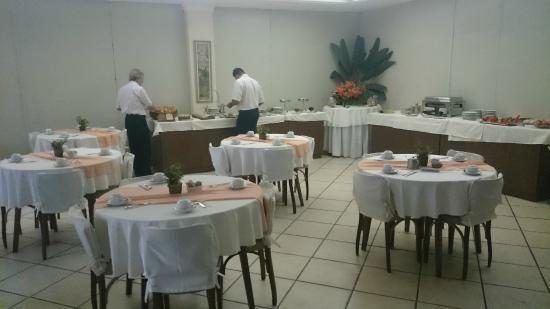 Hotel Dominguez Plaza : Café da manhã