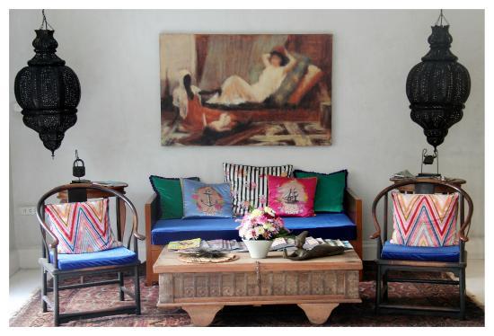 At Niman Conceptual Home: บริเวณห้องนั่งเล่น
