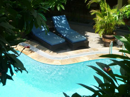 Secret Garden Inn: pool side area