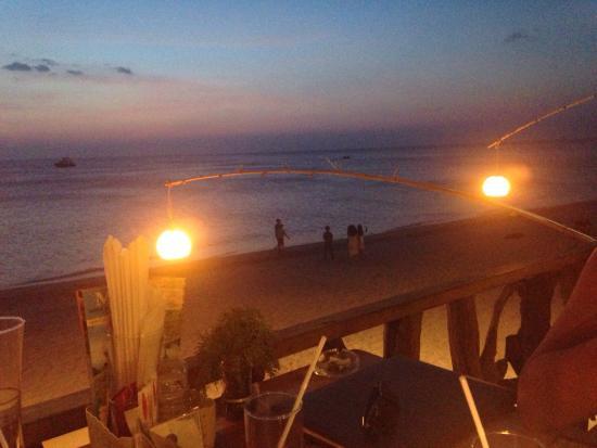 Roi Thai : En bord de mer. Vue sur le coucher de soleil. Grandiose.