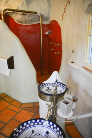 Amazing Wollumbin Palms Retreat at Mt Warning: The quaint bathroom