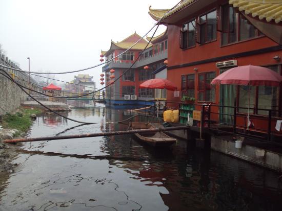 Danjiang Dam: lots of floating restaurants