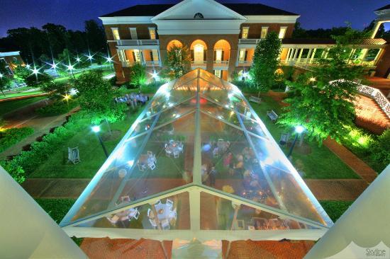 UVA Inn at Darden: Inn at Darden - Abbott Center Courtyard