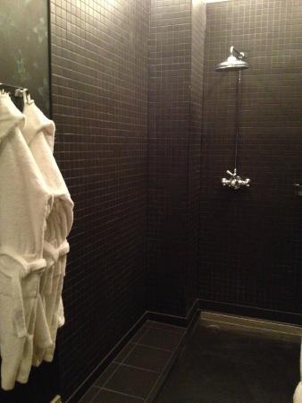 Hotel du Vin Cheltenham: Huge rain shower