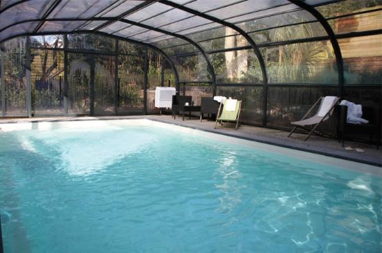 Secret : intérieur piscine couverte chauffée