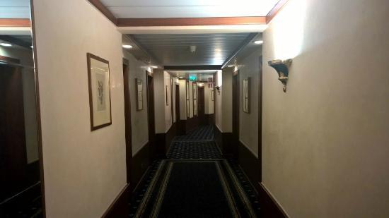 Leonardo Hotel Milan City Center : Fist Floor Corridor
