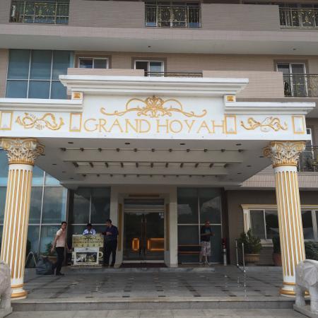 Grand Hoyah Hotel: Front