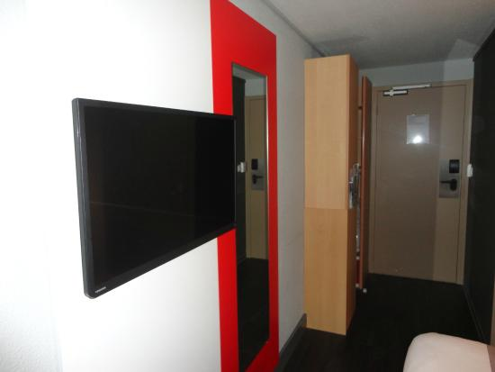 picture of ibis cherbourg la glacerie la glacerie tripadvisor. Black Bedroom Furniture Sets. Home Design Ideas