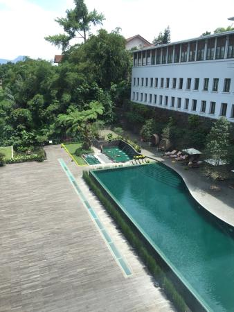 Padma Hotel Bandung: View from the highest floor. The hotel have lifts that took us down instead of up from the lobby
