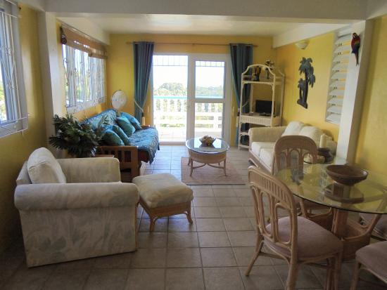 Sunrise Garden Apartments: 1 Bed Apartment - Lounge