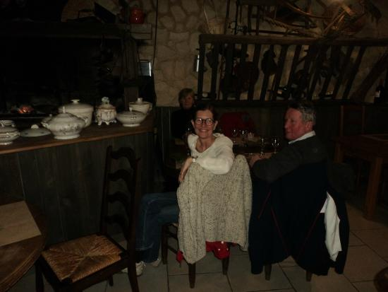 La Taverne a Bacchus : Cosy by the fire with friends
