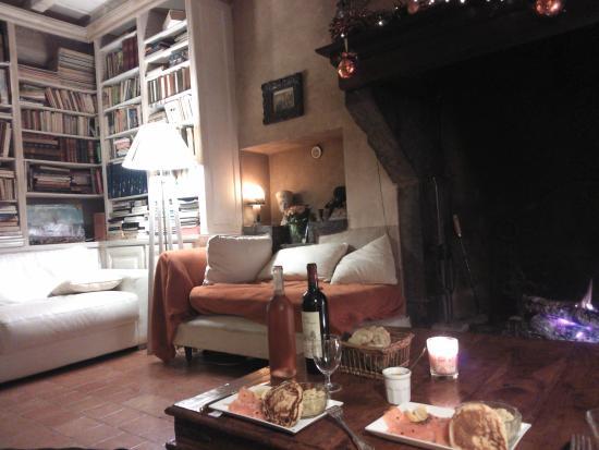 Maison Oyhanartia : Convivialité auprès d'un bon feu de bois :-)