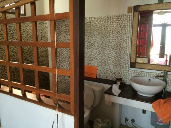 L' Hacienda: wc à côté du lit