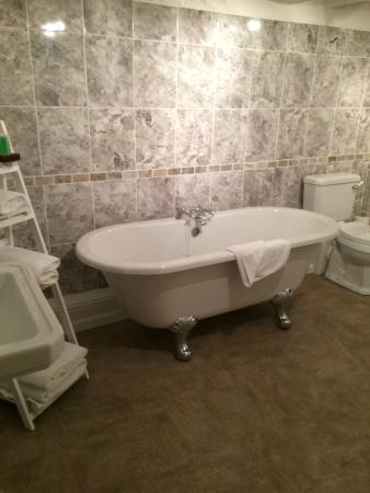 Pied Bull Inn: bathroom