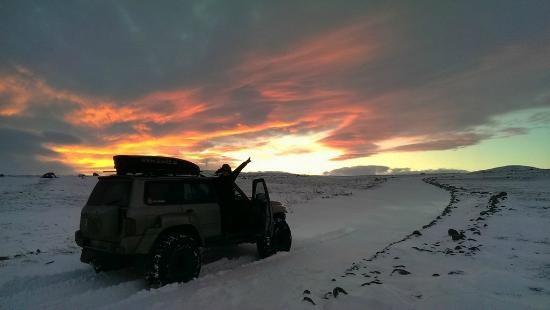 IceAk - Super Jeep Tours: IceAK - First light. On our way to Aldeyjarfoss