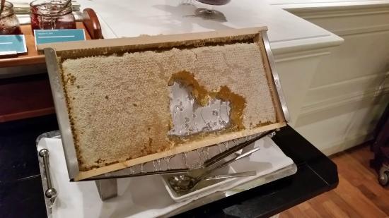 Le Meridien Stuttgart : Honigwabe beim Frühstück