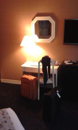 Hotel Elysa Luxembourg : dettaglio camera