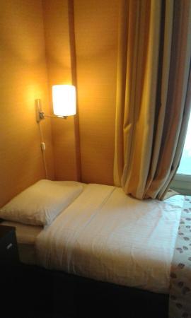 Hotel Elysa Luxembourg : letto aggiunto