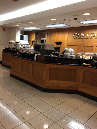 Drury Inn & Suites Hayti Caruthersville: Breakfast bar