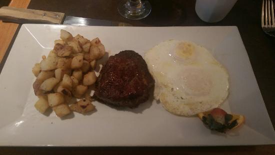 Bigelow Grille: Steak & eggs