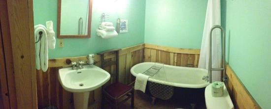 Cloudcroft Hotel: Room 4 Bathroom