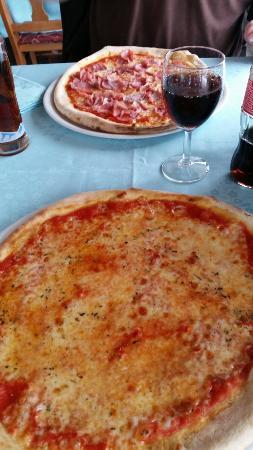 Trattoria Bernina: Grosse Pizza