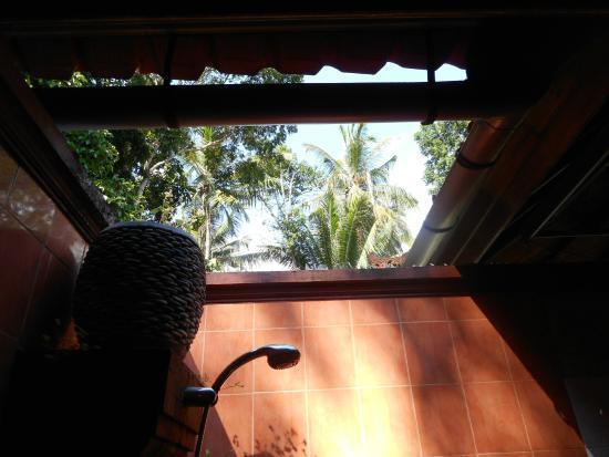 Sudanita Homestay : outdoor bathroom of room no. 1