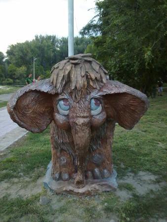 Starobilsk, Ukraine: Городской парк. Мамонтенок