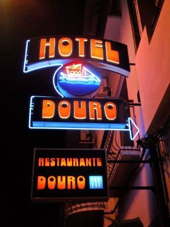 Reclame luminoso  Hotel Douro ( Pinhão )